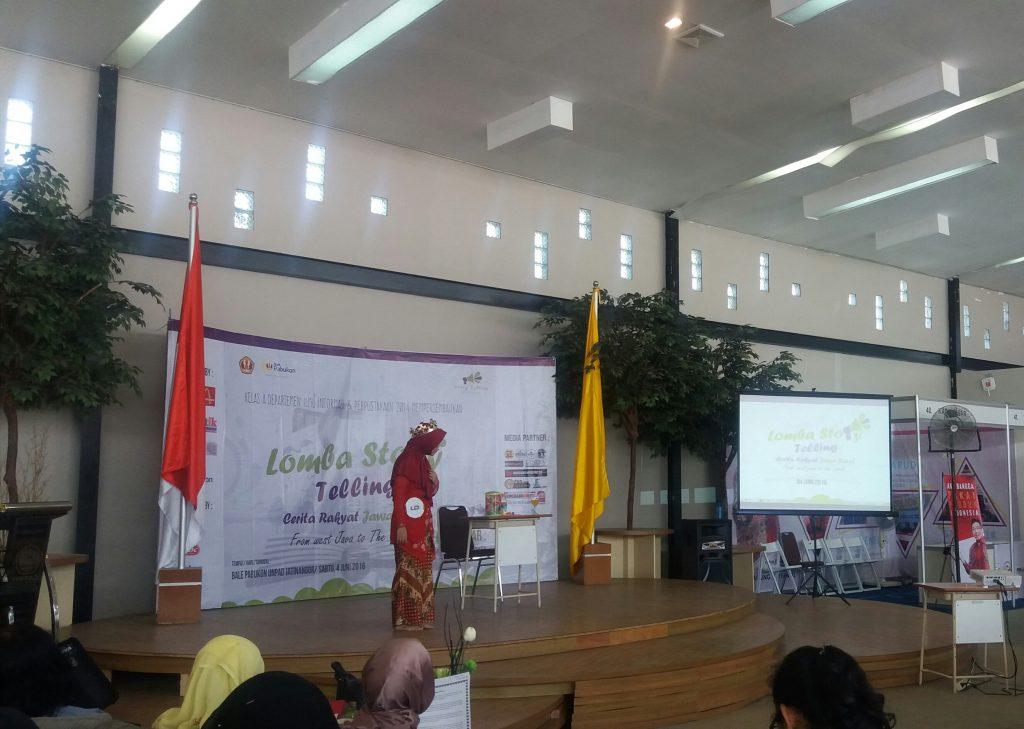 Penampilan peserta no. 6 dalam acara StoryTelling Cerita Rakyat Jawa Barat di Bale Pabukon.