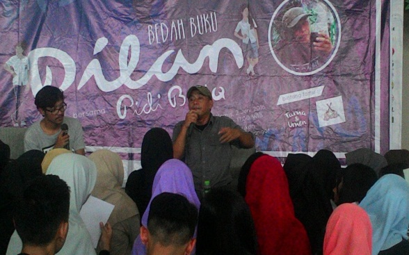 Antusiasme pengunjung yang mengikuti acara Bedah Buku bersama Pidi Baiq dalam rangkaian acara Padjadjaran Book Fair 2016.