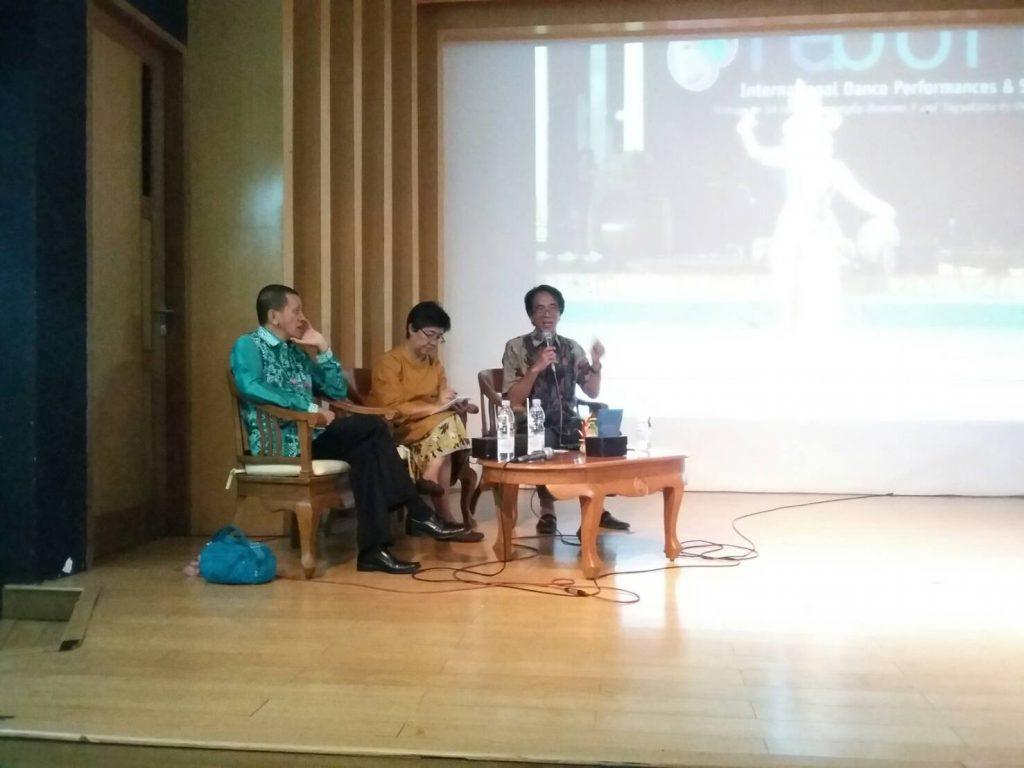(Sesi diskusi seminar Panggung, Seni dan Antropogi) Foto: Lavienia Rieska